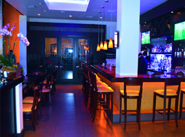Full Bar & Lounge